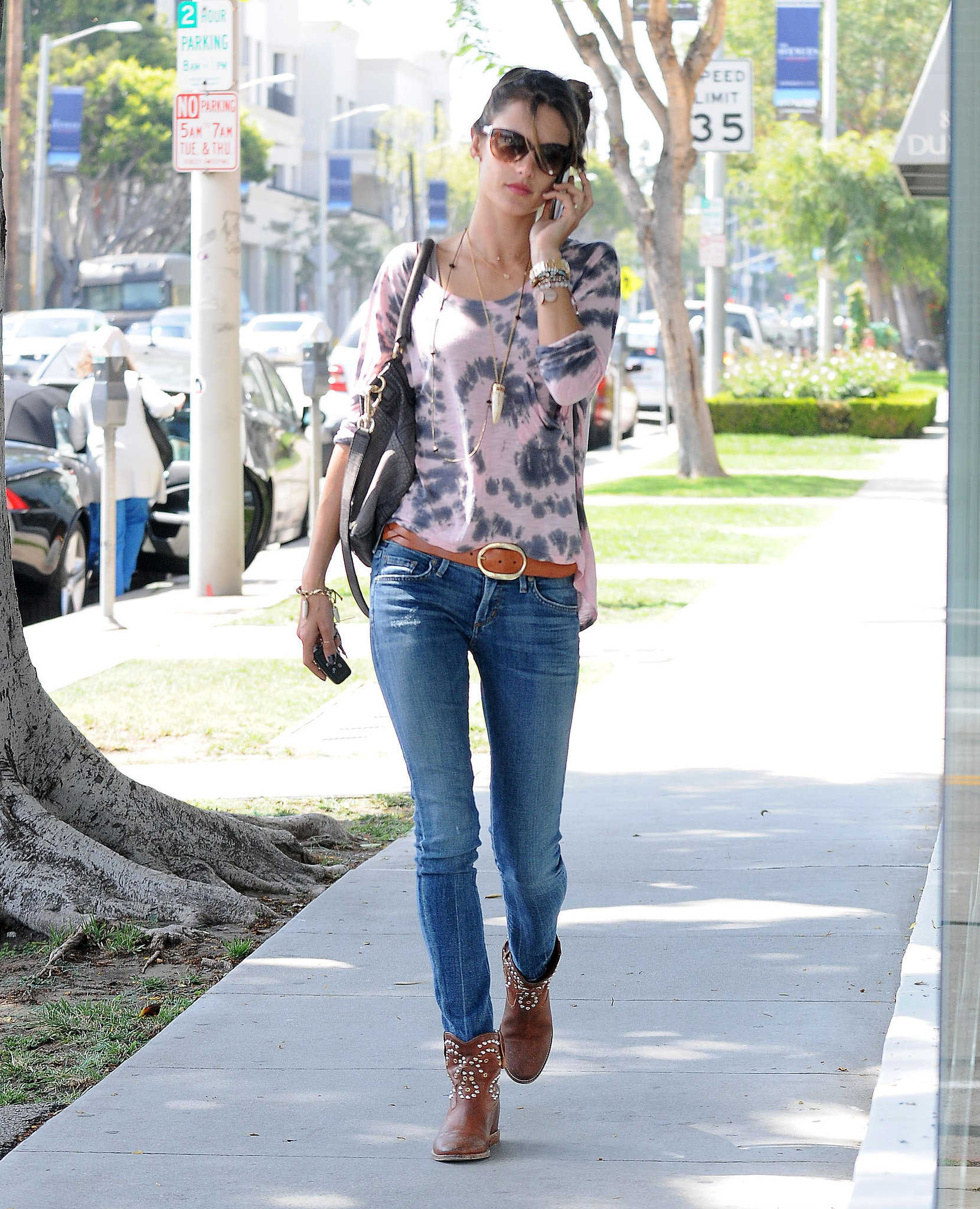 Alessandra-Ambrosio-worked-tie-dye-top-skinny-Citizens