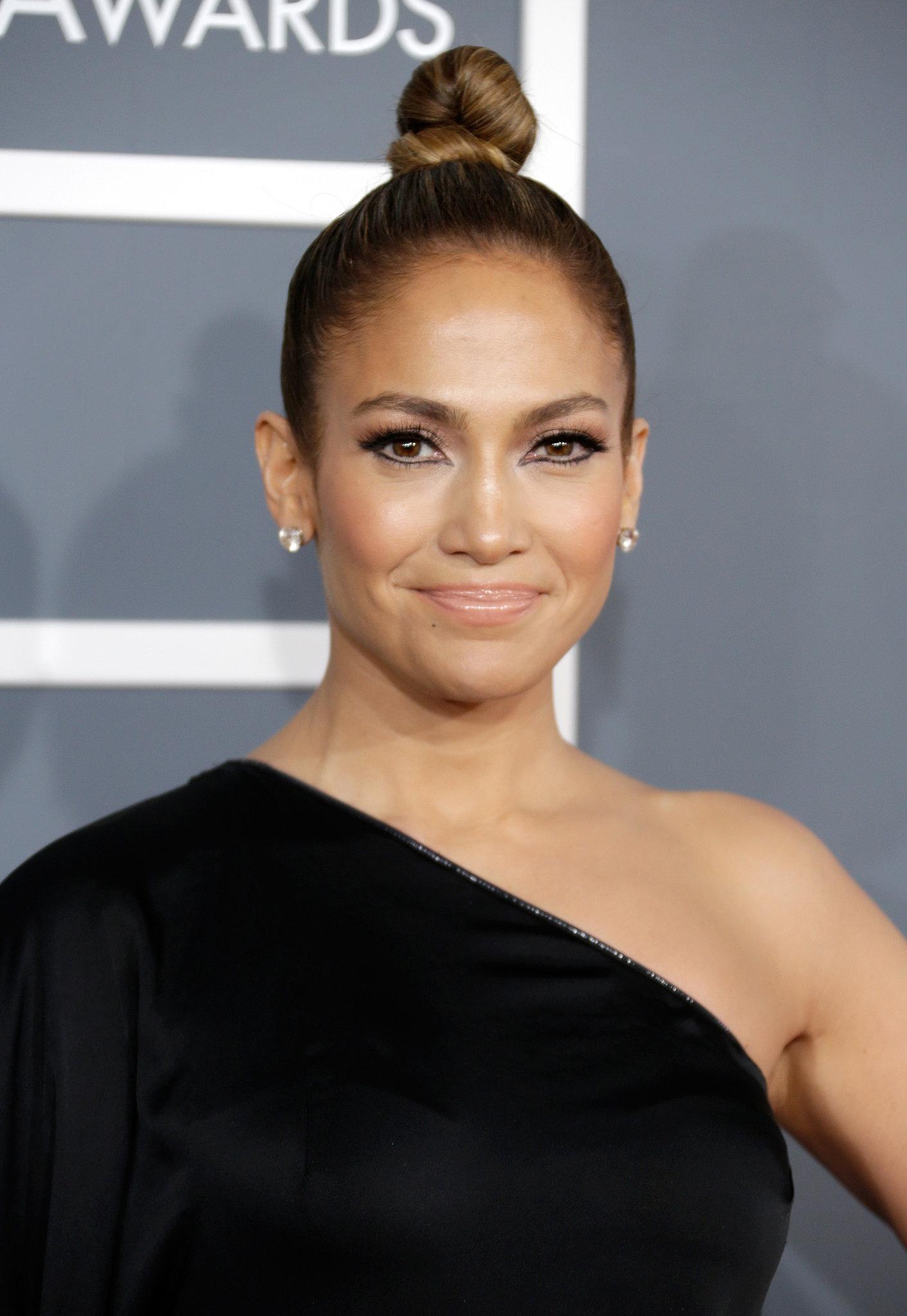 Grammy-Awards-Jennifer-Lopez-went-twisted-twirled