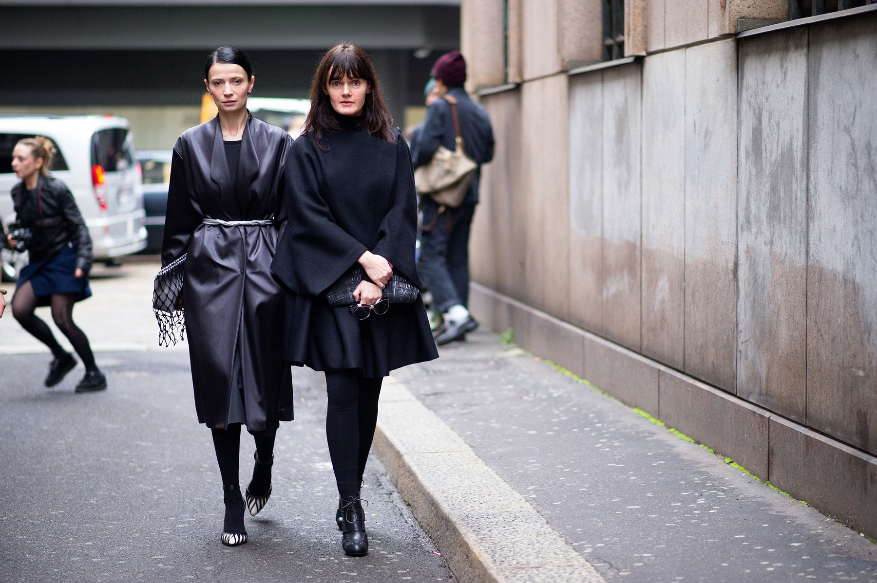 street-style-fashion-week-2014-2015-fall-winter-black-coat