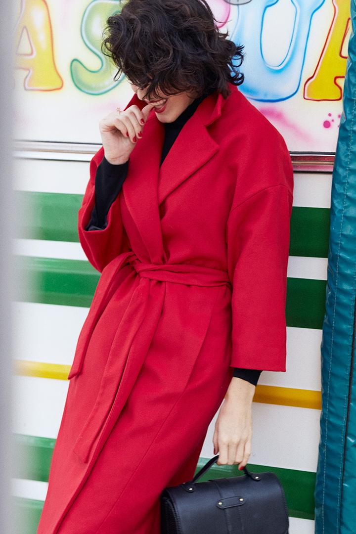 El abrigo rojo