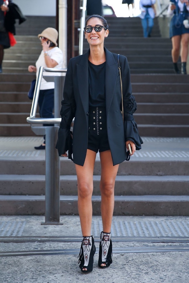 australia-fashion-week-street-style-short-shorts-long-blazer