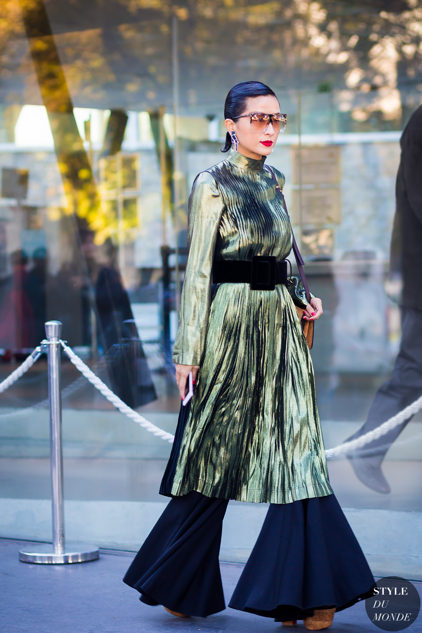 After-Loewe-by-STYLEDUMONDE-Street-Style-Fashion-Photography0E2A4418