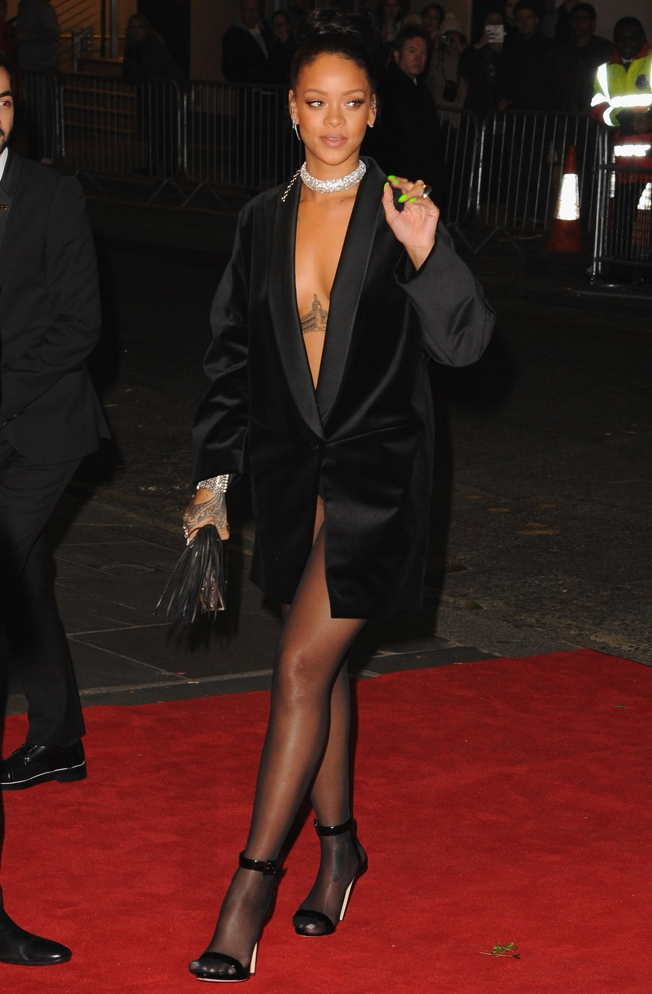 rihanna-black-velvet-blazer-dress-british-fashion-awards