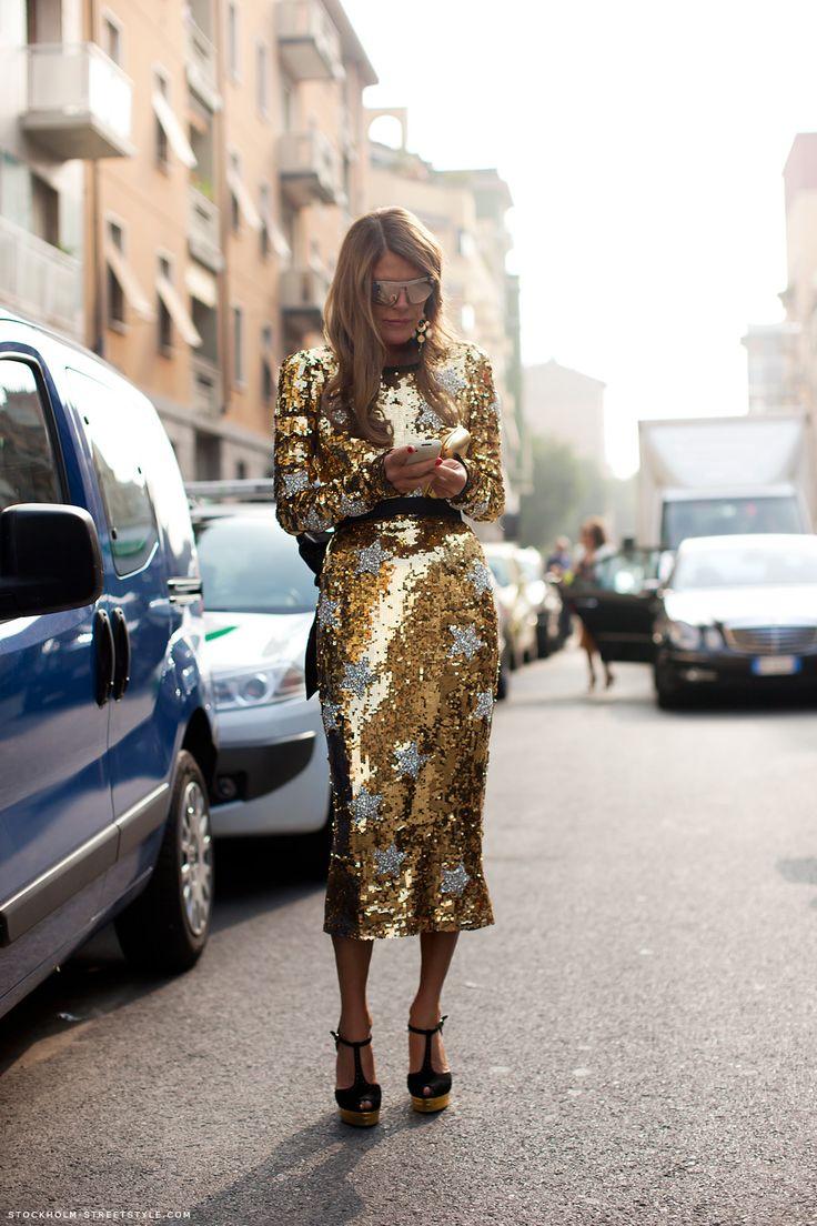 cabcceeab1a288f3932d4903667e6bbf--gold-sequin-dress-gold-sequins
