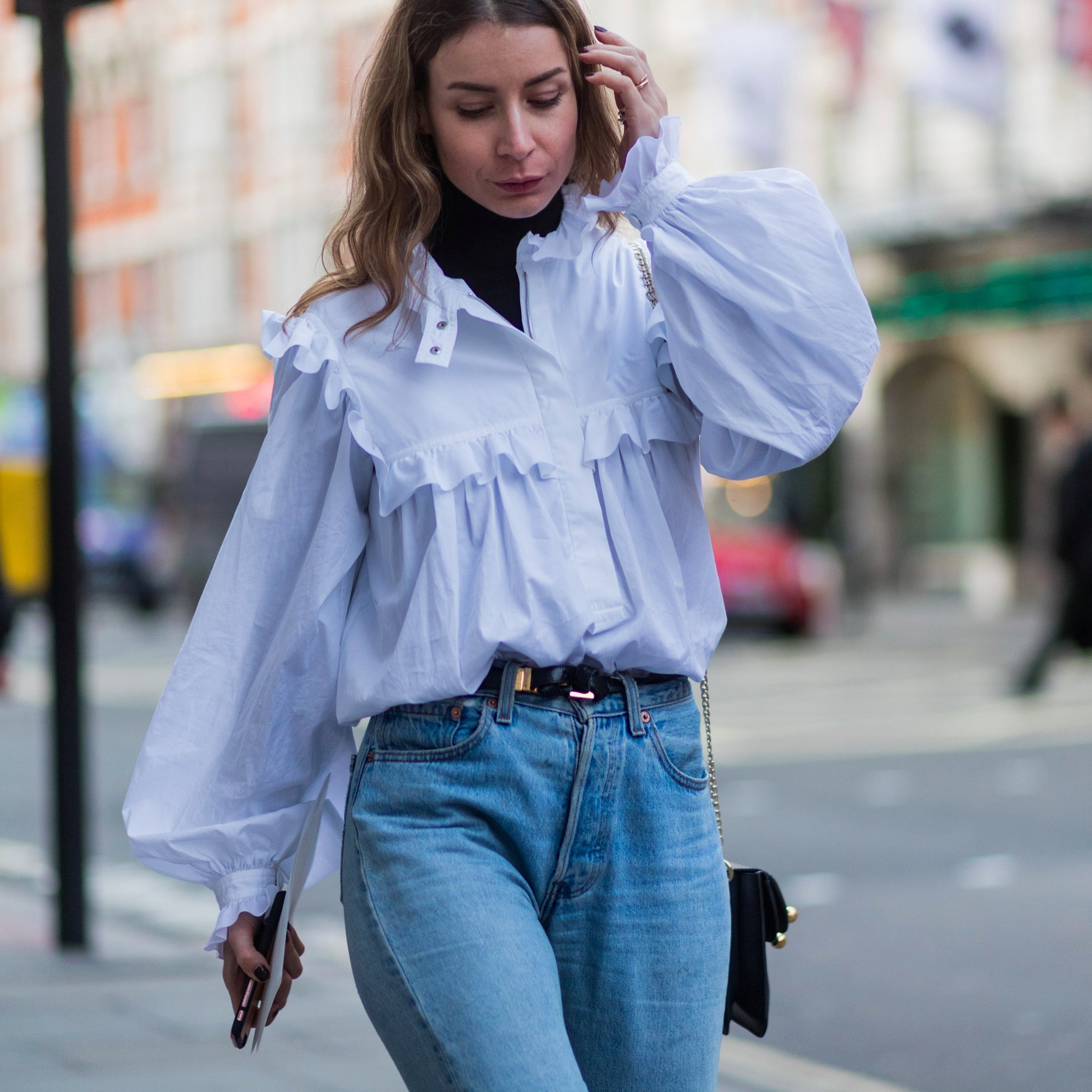 How-Wear-Blue-Shirt-Trend-Spring-2017